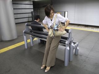椅子 もたれかかる , Amrowebdesigners.com