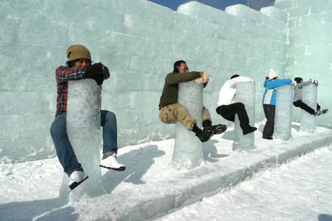 氷柱に抱きつこう! もんべつ流氷まつり