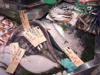 朝獲れたばかりの神奈川から来たサバを購入。