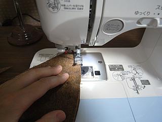型紙さえ作れば、あとは縫うだけ。「だけ」で済むかどうか。