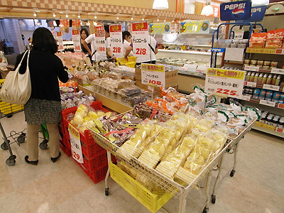 こちらのスーパーでもやはりパンコーナーが賑やか。