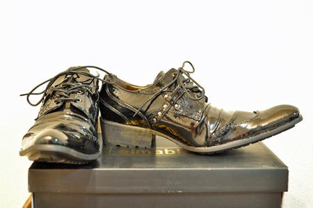 初めての尖り靴。