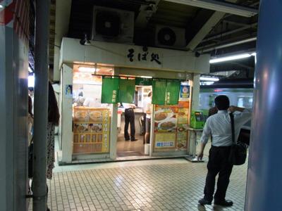 品川駅ホームの立ち食いそば