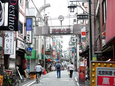 「横浜の下町」と呼ばれる野毛地区