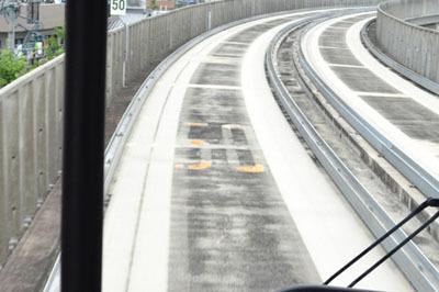 速度規制の表示が道路と一緒だ!