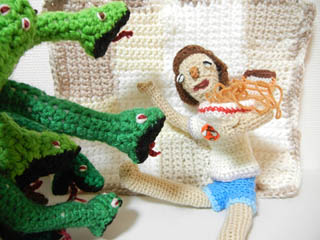 「美味しすぎて蛇までが寄ってたかって食べたがる」というシチュエーションの写真を撮ろうとしたがよく分からなくなったのでここに掲載