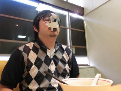 口がふさがってラーメンが食べられないという、ラーメン好きにとって致命的な事態に