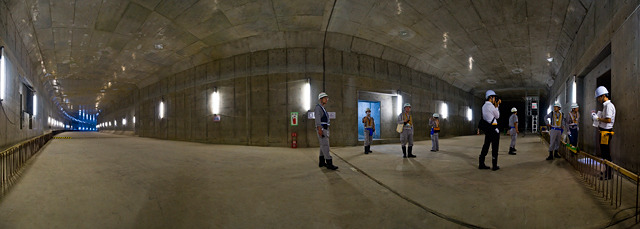 おおー!開通前のトンネルってすてき!