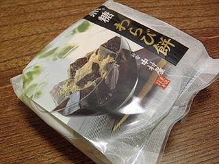 黒糖わらび餅。缶詰コーナーの横にあったのでうっかり購入。