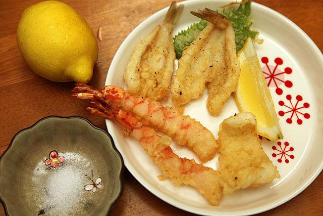 天ぷらもレモンと塩で食べると美味い。