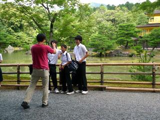 カメラマンに「大・中・小で並んでー」と言われていた男子たち。
