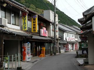 柏坂峠の先の岩松は、町並みが魅力的