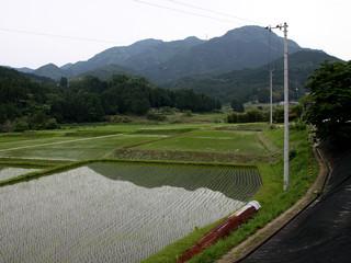 松山市との境にある三坂峠を目指す