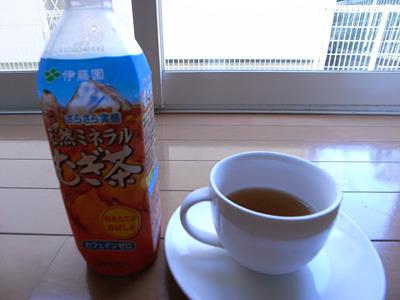 麦茶をこうして飲むことってないだろう。常識を壊す手助けがしたい。