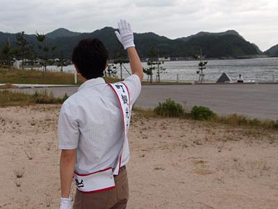 白い手袋もしてみた。町議会議員選に出る人ではない。