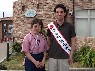 泊った夕香楼しょう和のおかみさんと記念撮影。宿のブログに載っていました(こちら)。