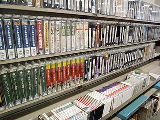 映像ライブラリーもあります。こちらは図書館内での閲覧のみ。