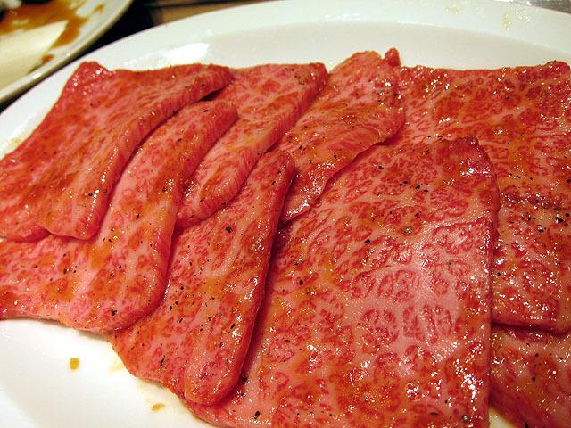 サブリミナル焼き肉2。本郷で食べた、この世の物とは思えない美味さの肉。噛む必要なかった。飲み物だった。
