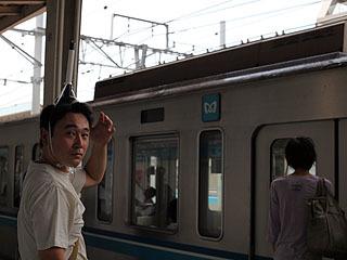 電車に乗り込むのです。
