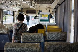 乗客もちらほら、程度。三脚持ってるのはぼくだけ。
