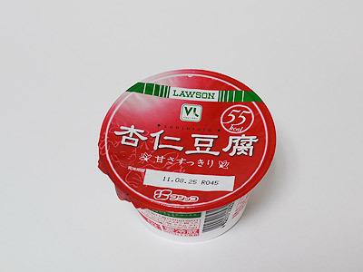 杏仁豆腐をカップに移し