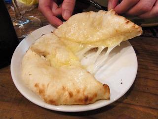 店員さんのお薦めチーズクルチャ。これ凄く美味しい。また来たら絶対オーダーする。