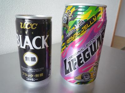 ブラック無糖×ライフガード。男くさい一品。