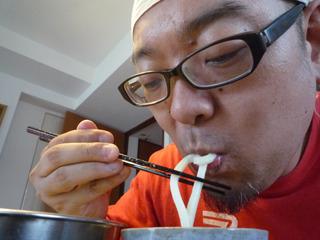 泡がからみつく麺は新食感、か?