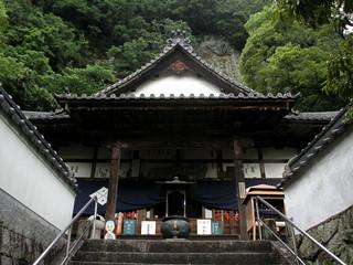 険しい山にある、71番札所弥谷寺もなんのその