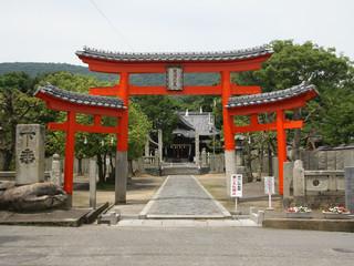 崇徳天皇を祀る神社内、79番札所高照院へ
