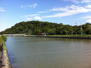 徳島城の中を通り――