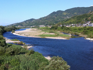 吉野川を渡り――