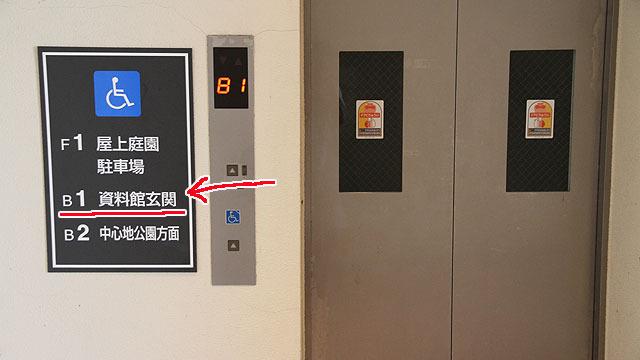 地下1階が玄関。地下っぽさはどこにもない。