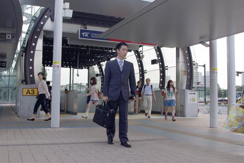 僕が普段着ているスーツ。上下で1万円ぐらいの安物。