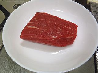材料、脂肪少なき牛肉、塩。以上。