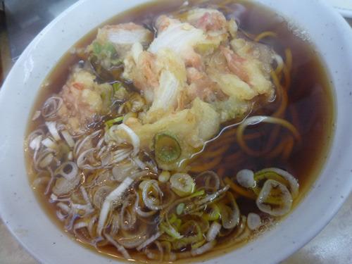 天ぷらそば300円!かき揚げ風な野菜天、といいますか。