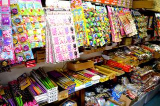 花火からおもちゃまで取り扱い商品の幅も広い