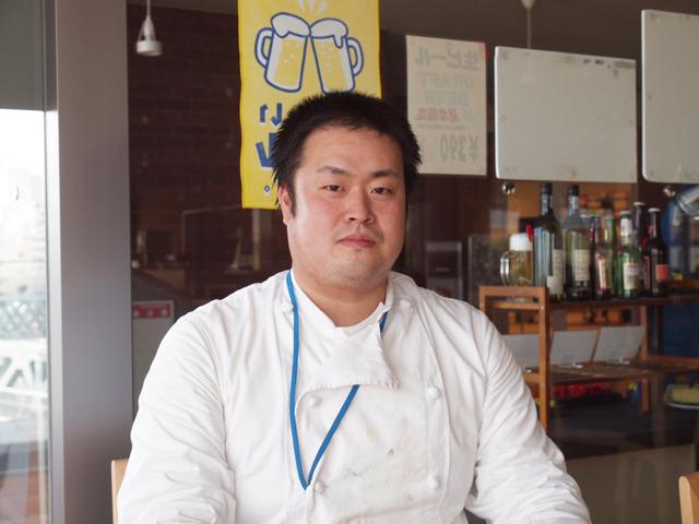 食堂主任の佐藤さん