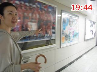 新幹線乗り場はあっち、と詳しい友人
