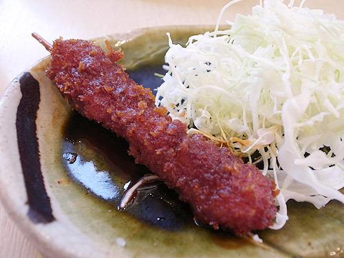 これが名古屋発祥の味噌カツ。串カツですな