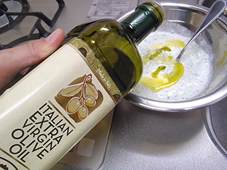 オリーブオイルを入れて塩、胡椒で味付け。混ぜ合わせたら出来上がり。