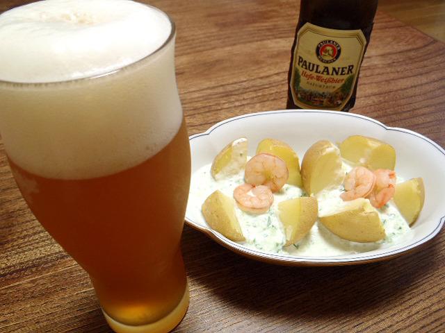 ジャガイモにツァジキ。これはもうビールを開けるかしかない。