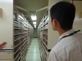 古いアルバイト情報誌まで揃う書庫も見ごたえあり
