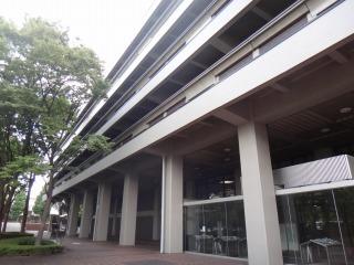 6階建ての本館