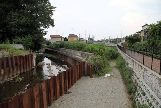 空堀川と水路のいちばん下流の合流地点