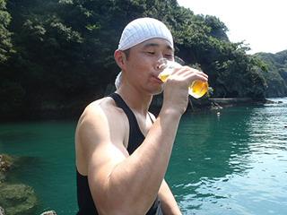 やはりビールはグイッといきたい。ストローで飲むのは麦茶止まり。