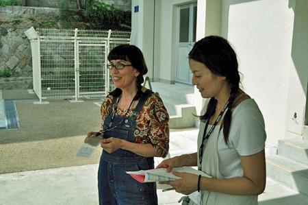 今回教えてくれる陶芸家の松田さん(写真右)と美術家のベロニカさん(写真左)