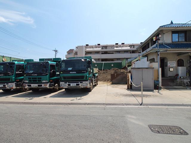 砕石や砂の資材置き場