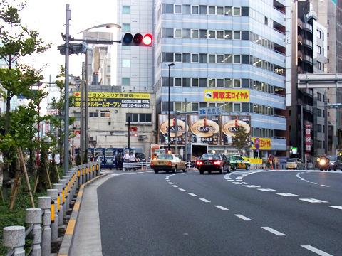 新宿高島屋タイムズスクエア前のコンクリート工場