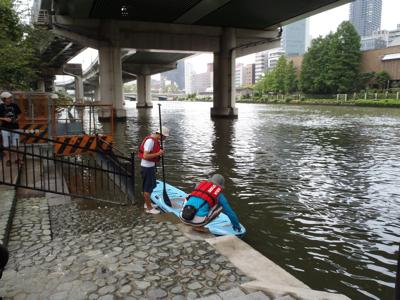 皮算用はふくらむ一方だが、まず初回は、堂島川の素敵な橋脚ゾーンからだ。これはこれで大興奮。